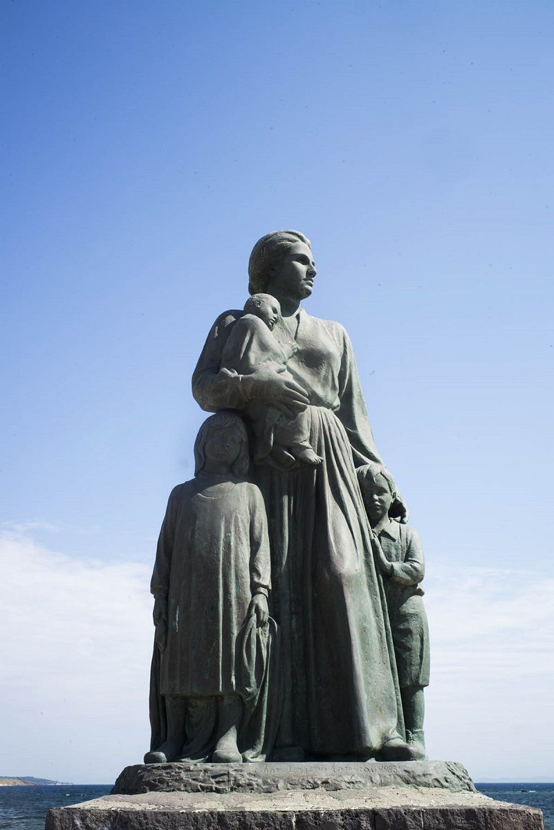 mytilini-statue-of-the-asia-minor-mother-greece-medland-project